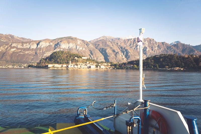 Reizen met de veerboot over het Comomeer