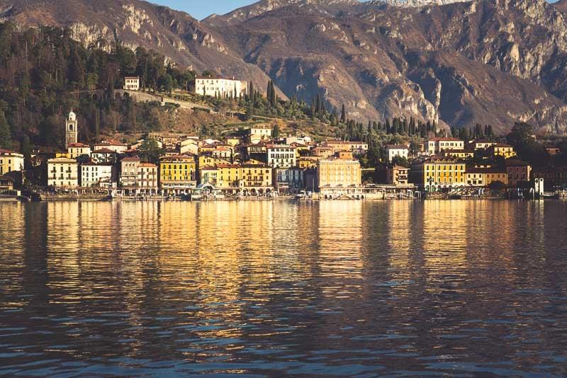 Bellagio uitzicht vanaf de aankomende veerboot